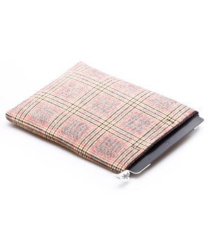 PIJAMA iPad Case - Dandy Brown/Pink